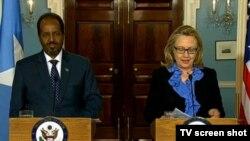 Ngoại trưởng Hoa Kỳ Hillary Clinton và Tổng thống Hassan Sheikh Mohamud của Somalia nói chuyện tại một cuộc họp báo