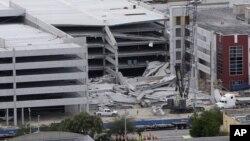El estacionamiento de cinco pisos en el Miami-Dade College, donde aún se busca una cuarta persona que podría haber muerto en el derrumbe, el miércoles.
