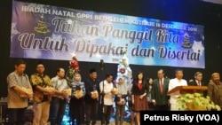 Perwakilan aktivis lintas agama dan Gusdurian Surabaya menghadiri perayaan Natal bersama GPPS Betlehem, Kutisari, Surabaya (Foto:VOA/Petrus Riski)