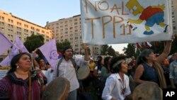 Biểu tình phản đối việc ký TPP, bên ngoài dinh Tổng thống La Moneda tại Santiago, Chile, ngày 7/3/2018.