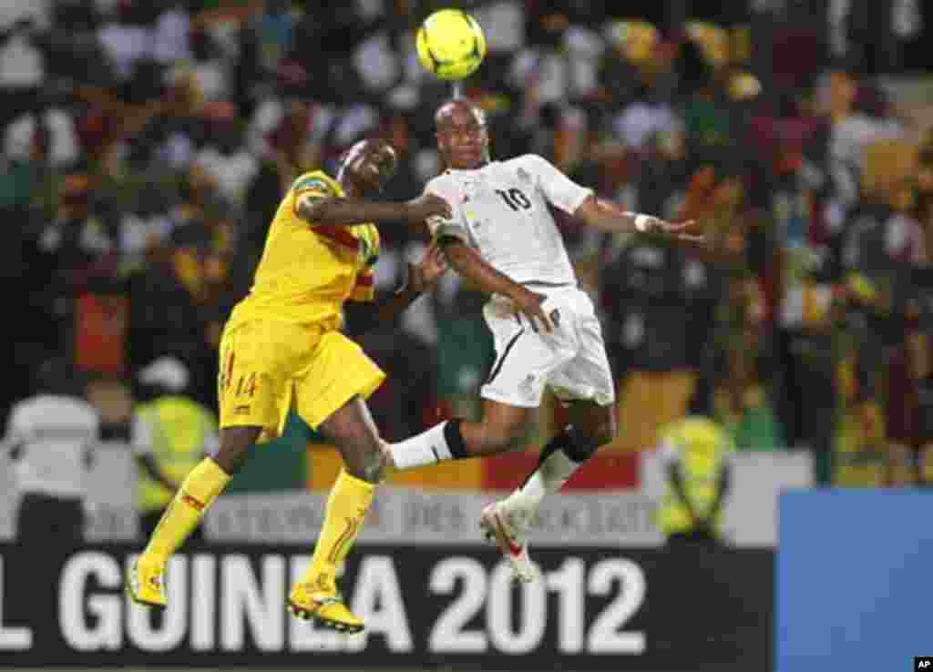 Ghana's Ayew Andre Morgan Rami (R) challenges Diakite Drissa of Mali during their African Cup of Nations Group D soccer match in FranceVille Stadium January 28, 2012.