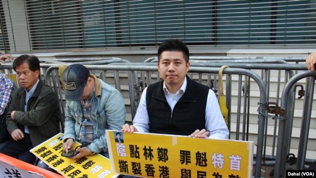 香港市民中聯辦靜坐抗議北京治港(美國之音圖片/海彥拍攝)