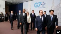 七国领导人在布鲁塞尔合影后离开场地