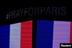 During a moment of silence a message on the scoreboard to honor the tragedy in Paris before the game between the Chicago Blackhawks and the Calgary Flames at the United Center in Chicago, Illinois, Nov. 15, 2015. (Credit: David Banks-USA TODAY Sports)