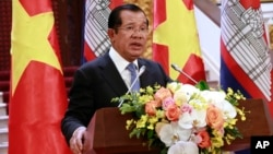 Cambodian Prime Minister Hun Sen speaks to reporters during a joint press briefing with his Vietnamese counterpart Nguyen Xuan Phuc in Hanoi, Vietnam, Dec. 7, 2018.