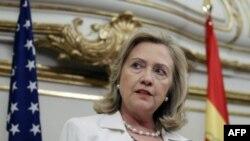 Хиллари Клинтон на пресс-конференции в Мадриде
