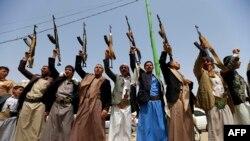 예멘의 후티 반군이 지난해 예맨 수도 사나에서 반군의 단결성을 보여주기 위한 시위를 열고 있다. (자료사진)