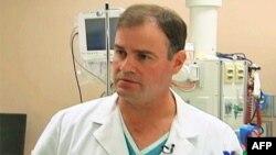 Bác sĩ phẫu thuật thần kinh Michael Lemole