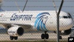 Máy bay bị không tặc của EgyptAir hạ cánh xuống sân bay Larnaca, Đảo Síp, ngày 29/3/2016.