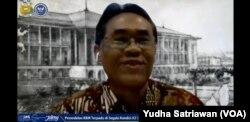 Rektor UGM Yogyakarta, Profesor Panut Mulyono, saat diskusi daring bertema pendidikan di masa pandemi corona, Kamis (28/5) dalam tangkapan layar. (Foto: VOA/Yudha Satriawan)