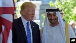 Presiden AS Donald Trump menerima Putra Mahkota Abu Dhabi Sheikh Mohammed bin Zayed Al Nahyan di Gedung Putih, Senin (15/5). Kebijakan luar negeri mengisyaratkan perubahan besar kebijakan Timur Tengah dibanding pendahulunya.