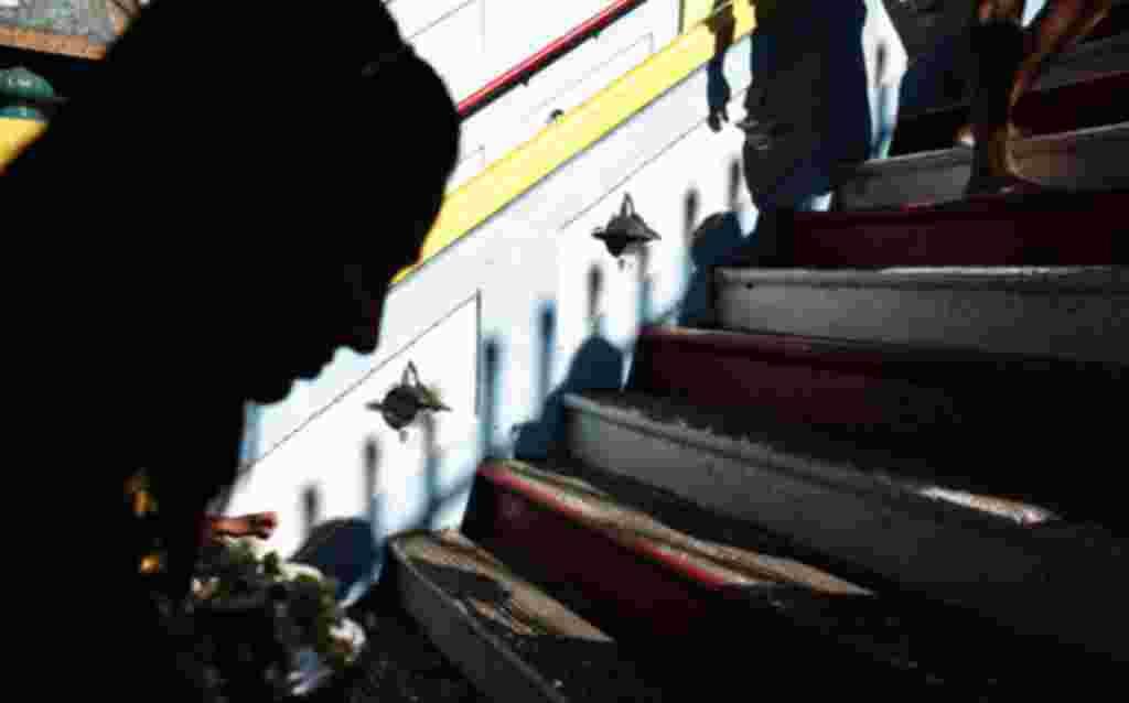 در مراسم «تایپوسام» پیروان هندو در مالزی برای رسیدن به معبد و تقدیم هدایای خود به «لرد موروگان» از ۲۷۲ پله بالا می روند.