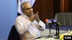 سیگار کشیدن مهران مدیری در یک نشست خبری عمومی