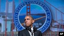 ၿမိဳ႕ေတာ္ဝန္ေတြရဲ႕အစည္းအေဝးအတြင္း သမၼတအိုဘားမား Obama က ေသနတ္ကိုင္ေဆာင္ခြင့္ထိန္းခ်ဳပ္ေရးနဲ႔ပတ္သက္လို႔ ေျပာၾကားစဥ္။ (ဇြန္ ၁၉၊ ၂၀၁၅)