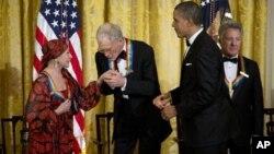 Слева направо: Наталия Макарова, Дэвид Леттерман, Барак Обама, Дастин Хоффман.