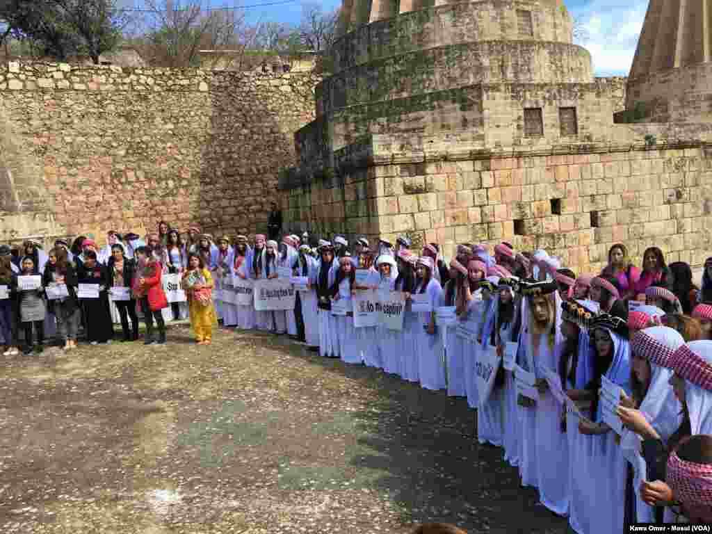 Jinên Êzidî li Laleş 8î Adarê Pîroz Dikin