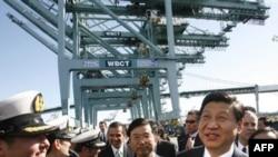 Kineski potpredsednik Ši Djinping tokom posete losandjeleskoj luci, 16. februar 2012.