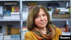 سفتلانا الکسویچ ژورنالست و نویسندۀ بیلاروسی