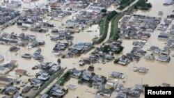 Une zone inondée est observée après de fortes pluies à Kurashiki, préfecture d'Okayama, au Japon, le 8 juillet 2018.
