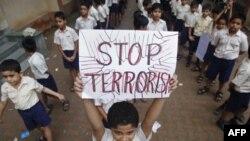 Акция протеста в память теракта в Мумбаи