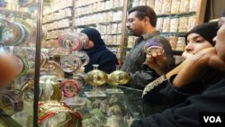 Girls Purchasing Bangles for Eid in Karachi