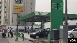 Nigeria adalah produsen minyak terbesar Afrika, namun mayoritas penduduknya hidup dalam kemiskinan.