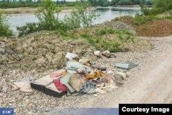 Otpad pored rijeke Drine