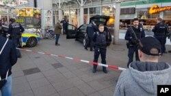 En el ataque tres personas más resultaron heridas, una de ellas de gravedad.