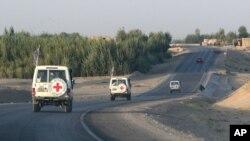 Un convoi de la Croix-rouge dans la province de Ghazni, en Afghanistan, le 29 août 2007.