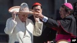 教宗方濟各星期天在墨西哥城郊區