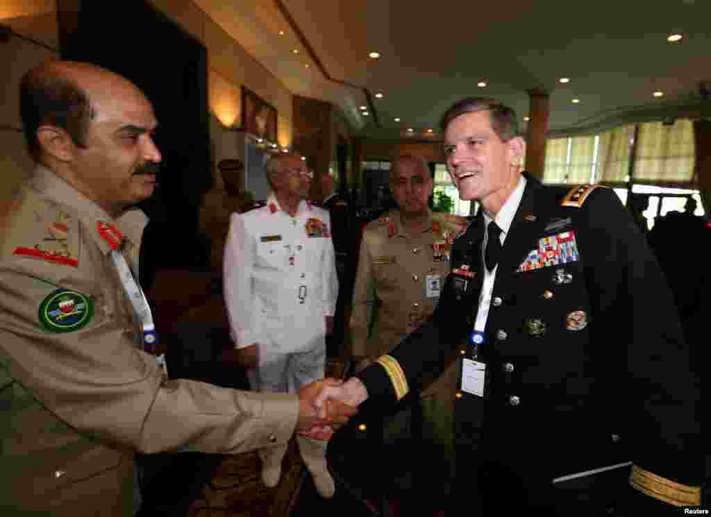 دیدار ژنرال جوزف ووتل، رئیس ستاد فرماندهی مرکزی نیروهای آمریکا با مقامات نظامی بحرین در دومین روز از کنفرانس بین المللی امنیتی در پایتخت بحرین.