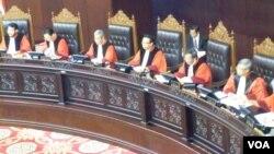 Mahkamah Konstitusi menilai kekhawatiran terhadap UU Intelijen Negara merupakan trauma sejarah. (VOA/F. Wardah)