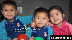 북한 강원도 원산 애육원(고아원) 아이들이 캐나다의 민간구호 단체 '퍼스트 스텝스가 지원한 두유를 마시고 있다. 퍼스트 스텝스 사진 제공.