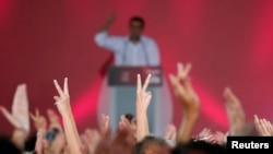 Bivši grčki premijer Aleksis Cipras govori na skupu u Atini