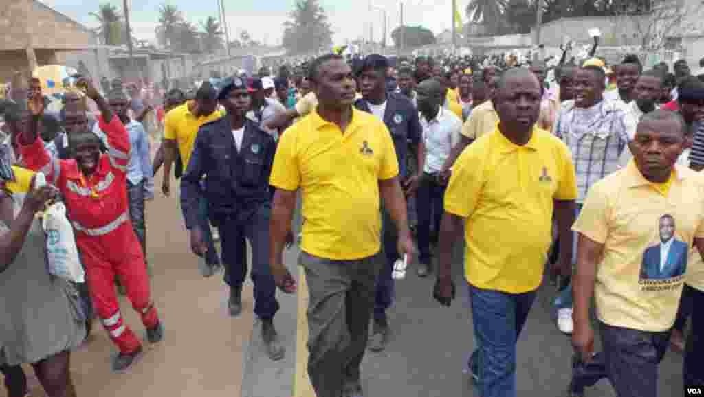 Abel Chivukuvuku durante uma marcha da CASA-CE (CASA-CE)