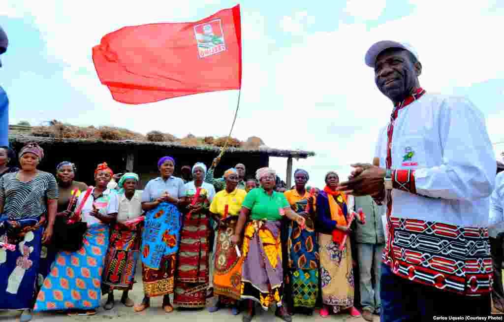 Membro da Comissão Politica & Chefe da Brigada Central de Assistência à Província do Niassa, pela FRELIMO, Carlos Agostinho do Rosário