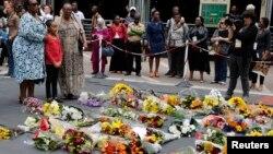 Dân chúng Nam Phi bày tỏ sự thương tiếc cựu Tổng thống Nelson Mandela, 6/12/13