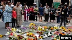 Mourners pay tribute to former President Nelson Mandela in Sandton, Johannesburg, Dec. 6, 2013.