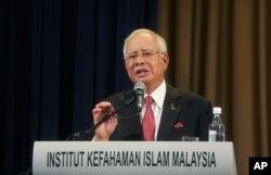 나집 라작 말레이시아 총리가 20일 쿠알라룸푸르에서 행한 강연 도중 김정남 암살 사건에 관한 정부의 입장을 밝히고 있다.