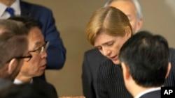 Đại sứ các nước thành viên Hội đồng Bảo an Liên Hiệp Quốc thảo luận sau cuộc họp ở trụ sở Liên Hiệp Quốc, ngày 7 tháng 2, 2016.