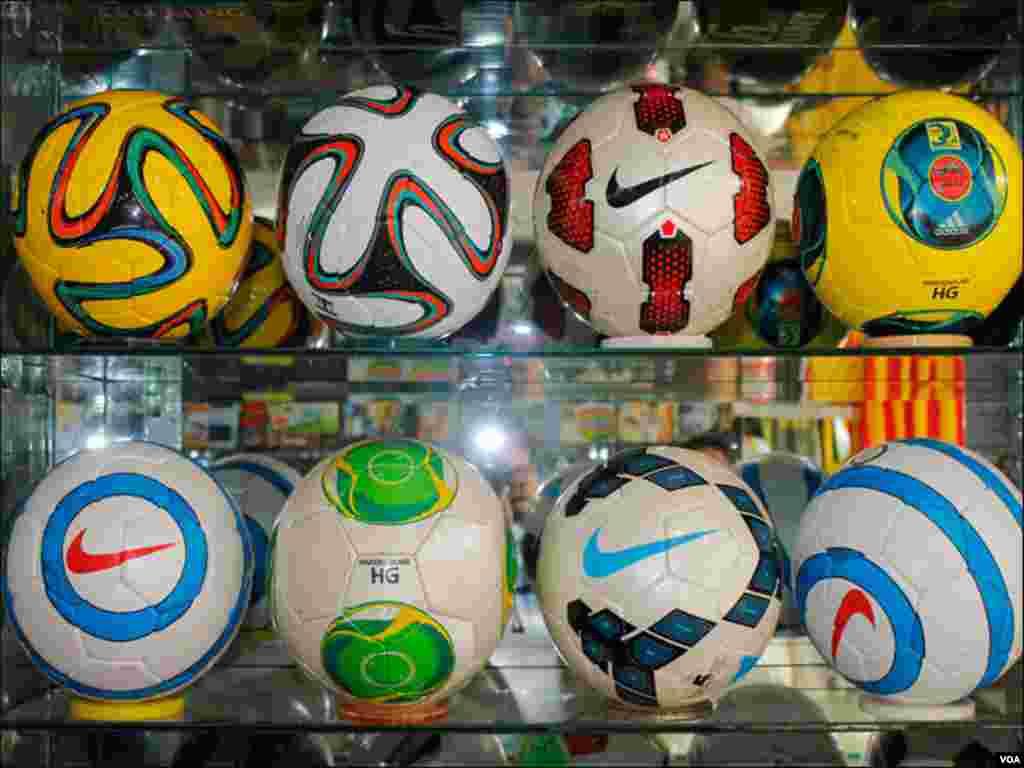 دیگر گیندوں سمیت اوریجنل فٹبال کی مشابہت والی گیندوں کی مانگ میں اضافہ ہوگیا ہے