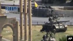 叙利亚军方的装甲车8月1日在哈马