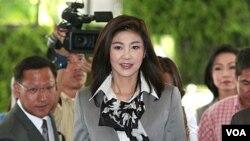 Yingluck Shinawatra, pemimpin partai Pheu Thai, saat tiba untuk pertemuan pembentukan koalisi di sebuah hotel di Bangkok (4/7).