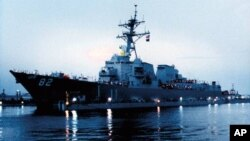 """美国海军1999年下水、2001年服役的""""拉森号""""阿利·伯克级导弹驱逐舰。(资料照)"""