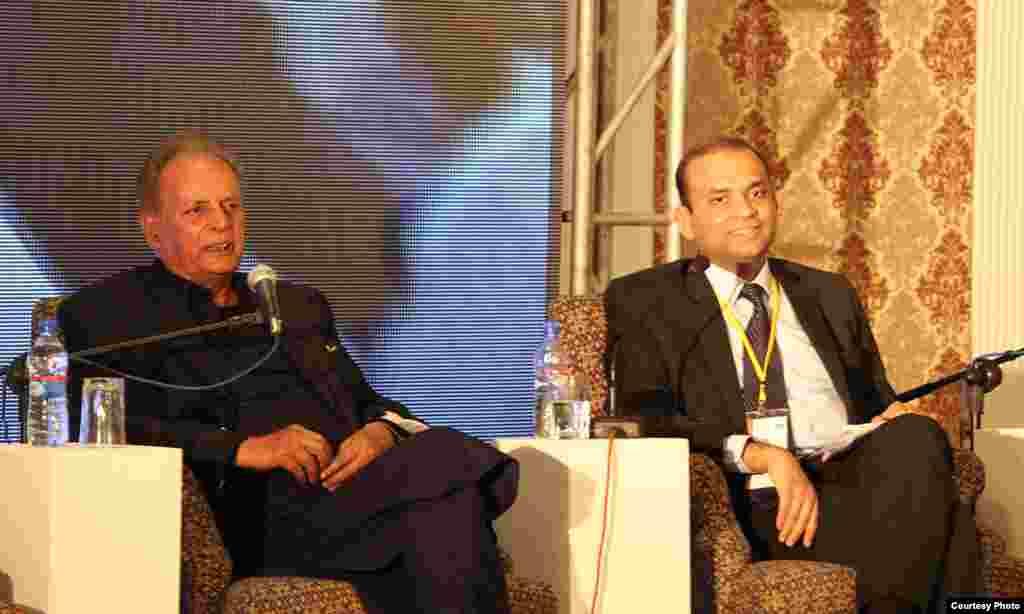 فیسٹول کے پہلے روز ممتاز سفرنامہ نگار، ناول نگار اور براڈ کاسٹر مستنصر حسین تارڑ کے ساتھ ہونے والی نشست کا منظر