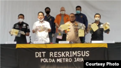 Kabid Humas Polda Metro Jaya Yusri Yunus, saat menggelar konferensi pers soal buronan FBI secara online, Selasa, 16 Juni 2020. (Foto: Courtesy)