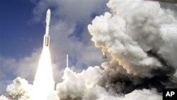 Старт американской ракеты Atlas V с марсоходом Curiosity на борту. Мыс Канаверал. Флорида. 26 ноября 2011 г.