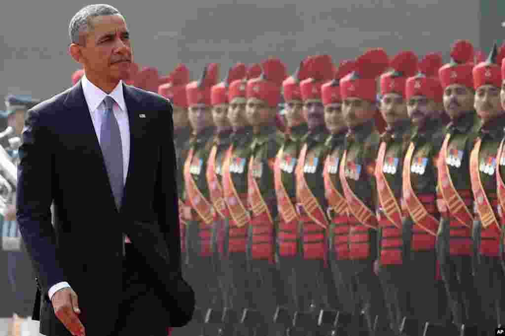 صدر براک اوباما کو صدارتی محل آمد پر گارڈ آف آنر پیش کیا گیا۔