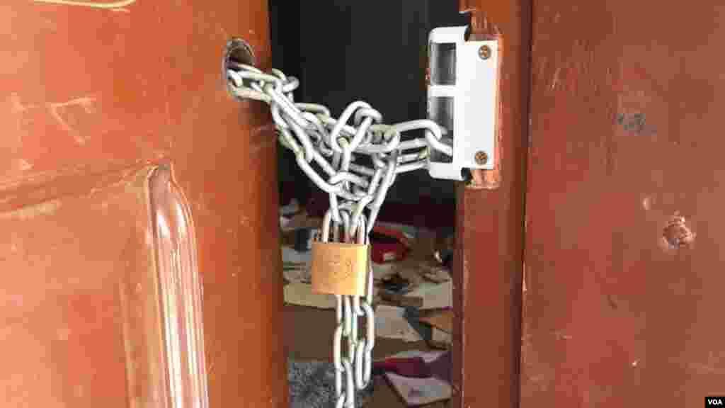 Muchas viviendas han quedado clausuradas y lo que queda, protegido con candados.