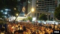 香港学联发起七一游行后预演占中 (美国之音海彦拍摄)